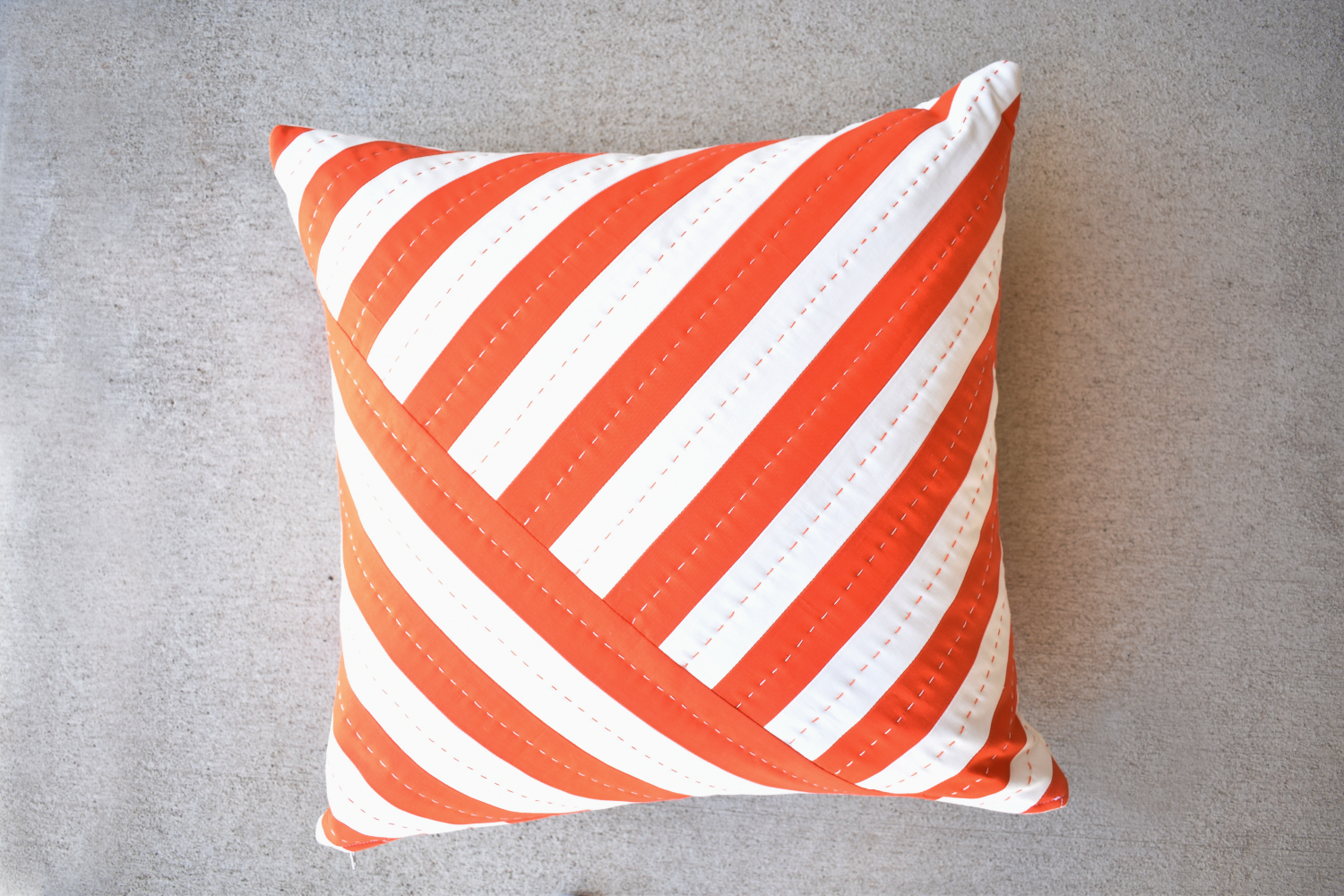 Linear quilt pillow and mini pattern