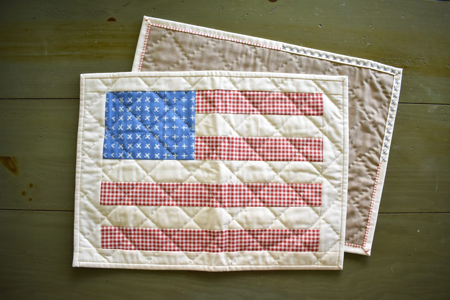 patriotic flag placemats with hand quilting
